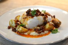 Back of cod with chorizo: the easy and homemade recipe! - Back of cod with chorizo: the easy and homemade recipe! Shellfish Recipes, Shrimp Recipes, Chefs, High Energy Foods, Florentines Recipe, Cooking Recipes, Healthy Recipes, Juice Recipes, Best Dinner Recipes
