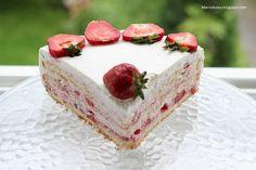 Ten tort to istne truskawkowe szaleństwo! Jest leciutki, baardzo owocowy i świeżo smakuje, pachnie latem, słońcem. Zrobiłam go 15. maja z ok...