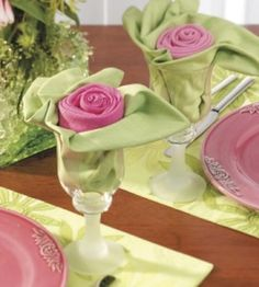 napkin folding from country woman magazine. very pretty pink and green rose and … napkin folding from country woman magazine. very pretty pink and green rose and leaves napkins displayed in a glass. Napkin Folding Rose, Napkin Rose, Napkin Rings, Folding Napkins, Rose Crafts, Diy And Crafts, Deco Table Noel, Party Time, Tea Party
