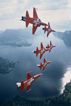 The Patrouille Suisse, The Patrouille Suisse is an aerobatic team of the Swiss Air Force. The team flies six Northrop Tiger II fighter/bomber jets. Military Jets, Military Aircraft, Fighter Aircraft, Fighter Jets, Photo Avion, F 16 Falcon, Swiss Air, Tiger Ii, Jets
