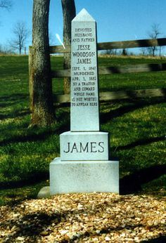 Jesse Woodson James was an American outlaw, gang leader, bank robber, train… Cemetery Monuments, Cemetery Statues, Cemetery Headstones, Old Cemeteries, Cemetery Art, Graveyards, Angel Statues, Jessy James, Old West Outlaws