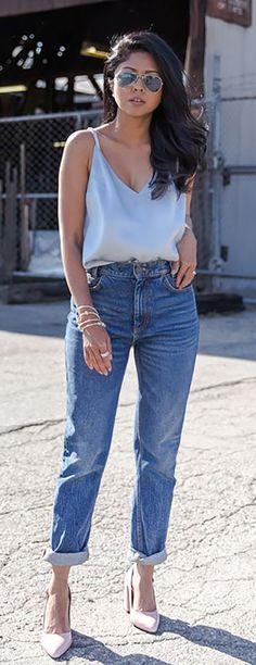 Amorecas, este post vai especialmente para quem comprou um par de mom jeans na empolgação, mas ainda não teve coragem de usar.As vezes a gente se anima com uma tendência que parece linda nas produ…