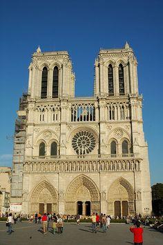 Notre Dame , em Paris, França,