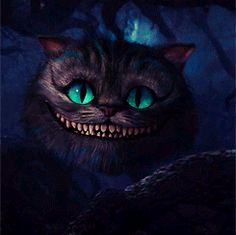 El Gato sonrió al ver a Alicia...       Parecía tener buen carácter, consideró; pero también tenía unas uñas muy largas y un gran núme...