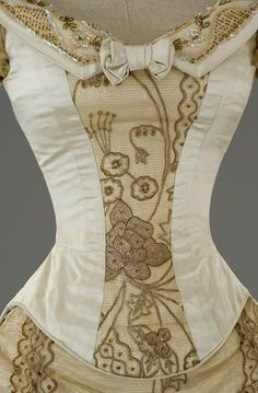 The Age of Innocence (1993) #movie set ca. 1870 #CostumeDesign by Gabriella Pescucci from Tirelli Costumi for Winona Ryder as May Welland (detail) 1800s Fashion, Victorian Fashion, The Age Of Innocence, Making A Wedding Dress, Bustle Dress, Victorian Costume, Oscar Dresses, Edwardian Dress, Outfits