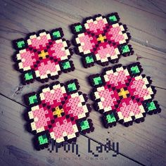 Flower coasters mini perler beads by iron_lady_perler . Easy Perler Bead Patterns, Diy Perler Beads, Pearler Bead Patterns, Perler Bead Art, Hama Beads Coasters, Pixel Beads, Fuse Beads, Hama Mini, 8bit Art