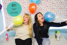 DIY Giant Lollipops Learn how to make these easy and cheap giant lollipops! Makes for a great and fun candy theme or Dr Seuss! Wedding Blog, Diy Wedding, Giant Lollipops, Candy Land Christmas, Candy Land Theme, Giant Candy, Candy Decorations, Christmas Decorations, Giant Balloons