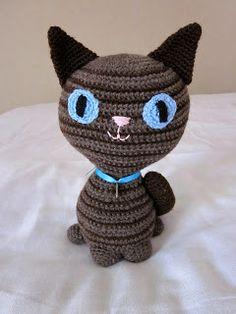 Raidallinen Kissa sai uuden, hyvän kodin Yhdysvalloista! :)      Minulla ei ollut ohjetta eikä mallia raidalliseen kissaan, vaan idea rusk...