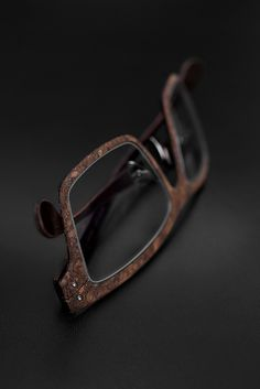 Lucas de Staël / Nemus Cork / Smoked cork + genuine cow leather / Handmade eyewear in Paris. http://www.lucasdestael.com/nemus-cork