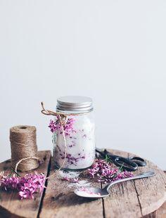 Flavored sugar with lilac petals