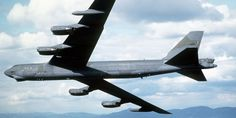 Engine falls off Air Force B-52 bomber while in flight - Business Insider