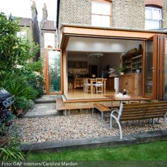 Turn the dining room into a terrace in summer: a dream that can come true with a glass folding door to the garden. Completely glazed walls add extra light to the room, making it a good investment for every season.