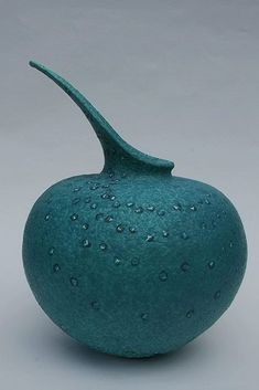 Lis Holt — such an exquisite shape….as round as a bubble, as elegant as fligh… – Ceramic Art, Ceramic Pottery Glass Ceramic, Ceramic Clay, Ceramic Bowls, Pottery Vase, Ceramic Pottery, Painted Pottery, Thrown Pottery, Slab Pottery, Earthenware