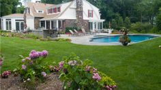10 Benefits of a Green Lawn Care Service