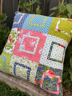 Hip To Be Square Pillow Tutorial - Samelia's Mum Quilting Tutorials, Quilting Projects, Sewing Projects, Buy Pillows, Sewing Pillows, Patchwork Cushion, Quilted Pillow, Creeper Minecraft, Quilt Block Patterns