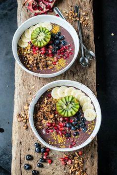 smoothie bowls mango maca cream with warm berries