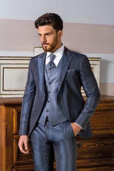 f890afd19601 Vestito da sposo coordinato giacca stondata con profili revers e bottoni  Swarovski