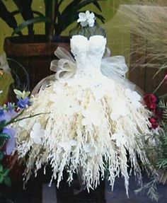 ℘ Paper Dress Prettiness ℘ art dress made of paper - Mehr Decor for any wedding, wedding booth, make your skirt with floral and lace pieces, tie on or attach bodice. A fairy dress with all the accents. Special Events by PJWhite shoot- make dress Mannequin Christmas Tree, Dress Form Christmas Tree, Fantasias Halloween, Fairy Clothes, Paper Fashion, Gothic Fashion, Fairy Dress, Recycled Fashion, Flower Dresses