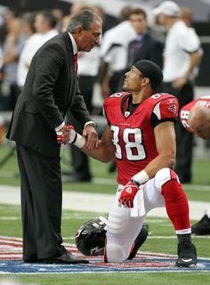 Tony Gonzalez and Arthur Blank Falcons Football, Football Team, Atlanta Falcons Rise Up, Mike Ditka, Julio Jones, Football Conference, Athletic Men, National Football League