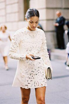 lace up-dress-dantel-elbise-trend-alarm-en-şık-modeller- nasıl-giyilir-nereden-alınır-how-to-wear-beyaz-mini-