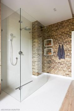 Projekt łazienki na poddaszu z cegłą na ścianie Home, Bathroom Remodel Master, Remodel, Bath, Apartment, New Homes, Bathroom, Bathtub, Bathroom Inspiration