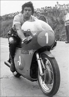 Giacomo Agostini at the 500cc race at Sachsenring in 1972.