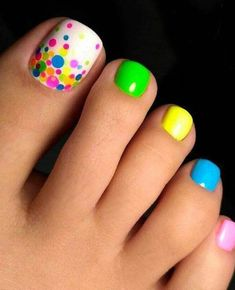 Nail art is a very popular trend these days and every woman you meet seems to have beautiful nails. It used to be that women would just go get a manicure or pedicure to get their nails trimmed and shaped with just a few coats of plain nail polish. Pretty Toe Nails, Cute Toe Nails, My Nails, Pretty Toes, Blue Nails, Cute Toes, Bright Nails Neon, Yellow Toe Nails, Pastel Nails