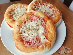 Biscuit Pizza: an Easy, Kid-friendly Meal (Kid Friendly Meals Pizza) Pizza Recipes, Cooking Recipes, Biscuit Pizza, Small Pizza, Best Pizza Dough, Making Homemade Pizza, Kid Friendly Meals, Food Dishes, Kids Meals