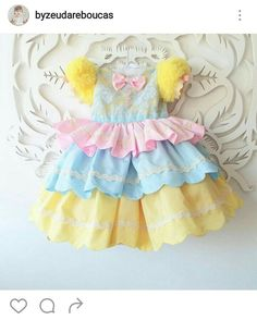 Vestido para festa circo First Birthday Themes, Circus Birthday, Baby First Birthday, First Birthdays, Dresses Kids Girl, Kids Outfits, Dress Anak, Crochet Baby Clothes, Ballet Costumes