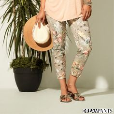 Your dream pants,Lisette L Pants flatten and flatter.They slim the abs,contours the hips and shape the behind. Wrinkle-free fabrics with genius construction Flatter Stomach, Marine Blue, Ankle Pants, Flare Pants, Fashion Pants, Thighs, Your Style, Floral Prints, Slim