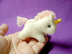 Unicorn birthday DIY party favor :) so cute! Party Unicorn, Unicorn Birthday, Cute Crafts, Felt Crafts, Diy Crafts, Craft Projects, Sewing Projects, Creation Couture, Birthday Diy