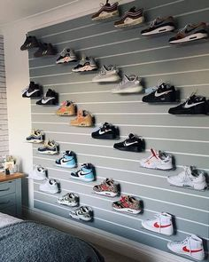 thelivingroom: An interesting take on shoe storage for this. Moda Sneakers, Sneakers Mode, Sneakers Fashion, Shoe Room, Shoe Wall, Tenis Nike Air, Nike Air Shoes, Jordan Shoes Girls, Girls Shoes