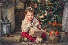 Enfants de Noël Christmas Photography Kids, Kids Photography Boys, Christmas Portraits, Holiday Photography, Creative Photography, Still Life Photography, Toddler Christmas Photos, Christmas Mini Sessions, Christmas Pictures