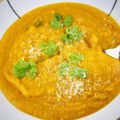 Kokos Kürbis Suppe  >>vegan und Paleo<< Die ideale Suppe für kalte Herbsttage. Die Kokos Kürbis Suppe wärmt von innen und ist reich an vielen gesunden Nährstoffen.