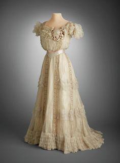 Evening dress, 1903, via the Hillwood Museum.