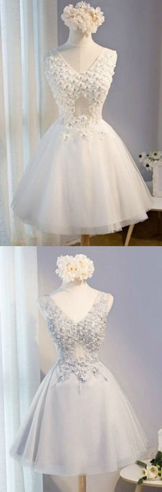 White/Grey Vintage Ball-gown V-neck Short Tulle Homecoming Dress With Appliques Lace