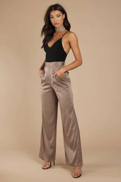 Strive for your things in satin. The Davida High Waisted Pewter Satin Trouser with a wide leg comple Nye Outfits, Casual Outfits, Fashion Outfits, Girly Outfits, Grunge Outfits, Wide Leg Trousers, Wide Leg Pants, Wide Legs, Satin Trousers