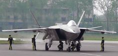 China presenta su avión Chengdu J-20