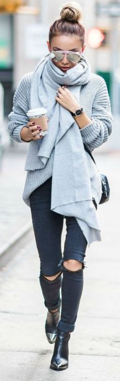 Oversized sweater for street walks
