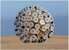 グッド・デザインでしかも安全かつ低コスト!シュールなオブジェのような地雷除去装置のアイデアを世界中が支持