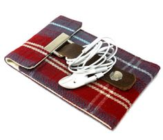 Hmm...Practical or Impractical? Either way it is still cool! // iPhone Wallet