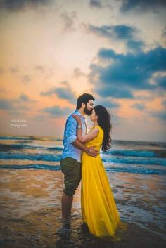 Wedding Photography Poses Swooning over this beach side pre-wedding shoot Pre Wedding Shoot Ideas, Pre Wedding Poses, Pre Wedding Photoshoot, Bridal Poses, Couple Picture Poses, Couple Photoshoot Poses, Photoshoot Beach, Photoshoot Ideas, Indian Wedding Photography Poses