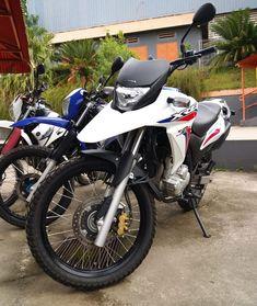 ・・・ #loucospelaxre300🇧🇷 #familiaXRE300🇧🇷 #clubxre300🇧🇷 #loucospelaxre300® #rinocerontesdosertão #xre300 #xre190 #xreClub #xre2009 #xre2010… Moto Wallpapers, Honda Bikes, Touring Bike, Yamaha, Motorcycle, Vehicles, Sandro, Duke, Tattoo
