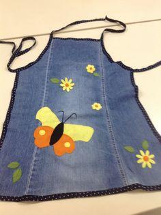 Eski kottan önlük Jean Apron, Kids Frocks, Old Jeans, Denim Bag, Quilted Bag, Sewing Projects For Beginners, Refashion, Quilts, Margarita