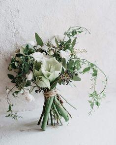 """110 tykkäystä, 14 kommenttia - @littleweddingfactory Instagramissa: """"Season favorites in a bouquet 🌿 . . . Photography @mikko_paakkonen #weddingbouquet #bridalbouquet…"""""""