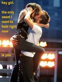 Ryan Gosling and Rachael McAdams getting best kiss award at MTV.