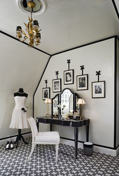 black and white vanity - The world according to Jessica Claire