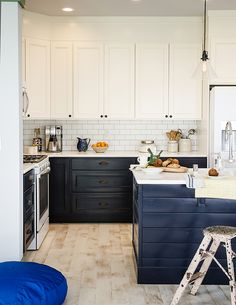 Here's another gorgeous home kitchen, complete with your tasty Torani syrups! Helllo, wonderful! We can get behind this way of serving coffee: at home, around the world!
