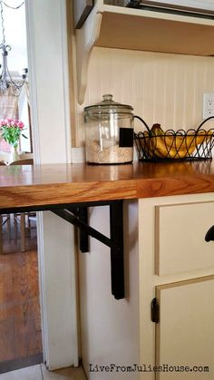 Great DIY Cottage Kichen Reno On A Budget   This 10u0027x10u0027 Room Is Jam Packed With  Clever, Budget Friendly Ideas For Making The Most Of A Small Space.