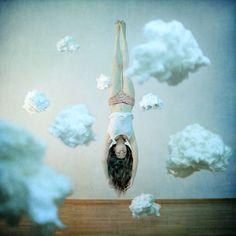 แท็กที่เป็นที่นิยมที่สุดสำหรับภาพนี้ประกอบด้วย: girl, clouds, photography และ Dream
